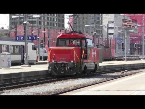 Trains in Zurich HB Station / Züge in zürich HB station