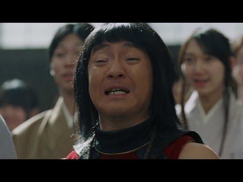 金ちゃん、どうした? 卒業式で謎の号泣 au三太郎シリーズ新CM「合唱」篇