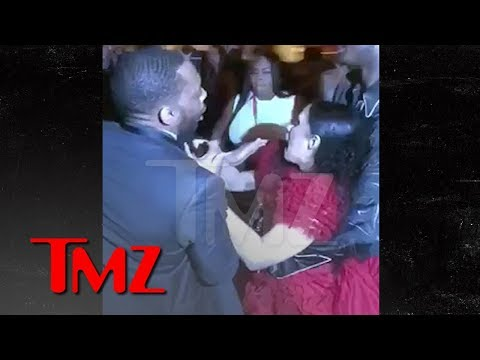 Cardi B Gets Lump on Head, Attacks Nicki Minaj, Throws Shoe, 'Calls Her P***y | TMZ Mp3