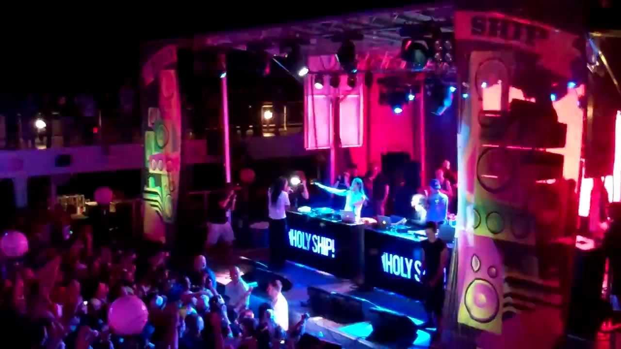 Steve Aoki, Skrillex and Korn (Jonathan Davis) LIVE on ...  Steve Aoki, Skr...
