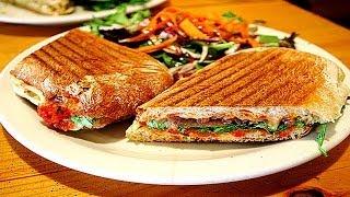 Горячие бутерброды на гриле. | Hot sandwiches on the grill.