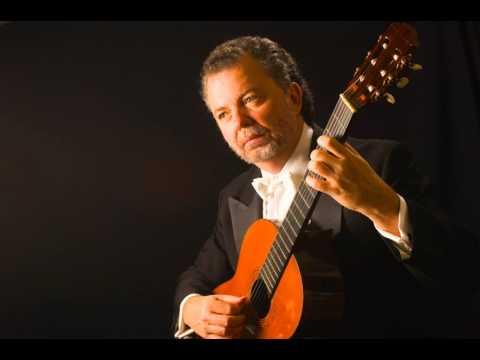 Manuel Barrueco: live concert playing Takemitsu and Bach