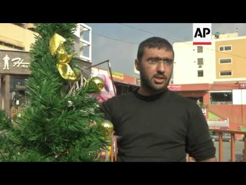 Muslims buy Christmas goods in Beirut