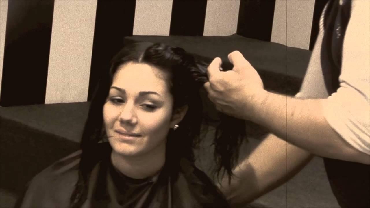 Come mantenere i capelli lisci con umidità | PianetaDonna.it