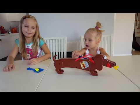 КАКАШКИ ЧЕЛЛЕНДЖ !! Пукающая и Какающая Собака . Николь и Алиса как играть в Игра DOGGIE Doo Poops