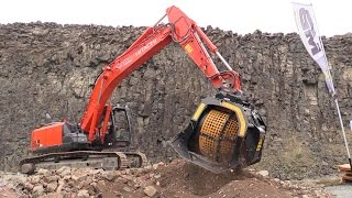 MB Crusher And Screening Bucket Demo @ Steinexpo 2014