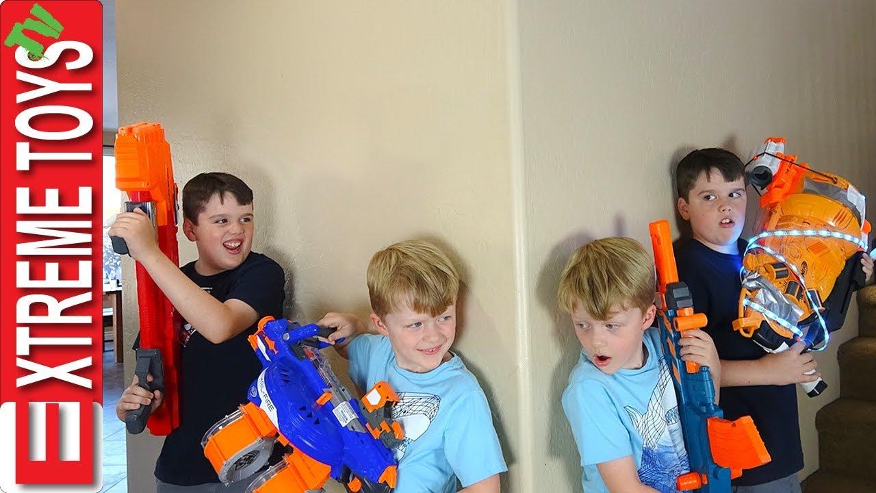 Clone Machine Accident! Sneak Attack Squad Nerf Battle Vs. Wild Clones!