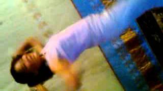 Диана танцует по узбекский