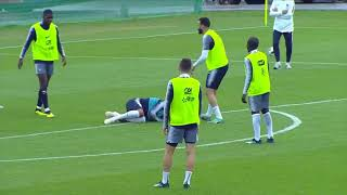 Kylian Mbappé blessé par Adil Rami à l'entraînement de l'équipe de France