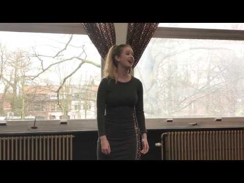Suzanna zingt Too much in love to care
