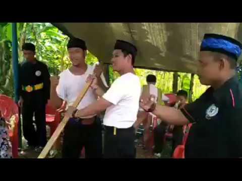 Ini tradisi ngaduk dodol betawi di Depok..keren.