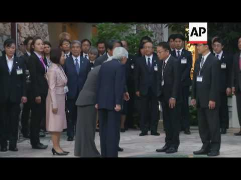 Akihito meets Japanese volunteers in Hanoi