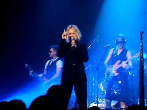 Kim Wilde - La Cigale  18/03/2011 - Happy Birthday Neil + Suicide