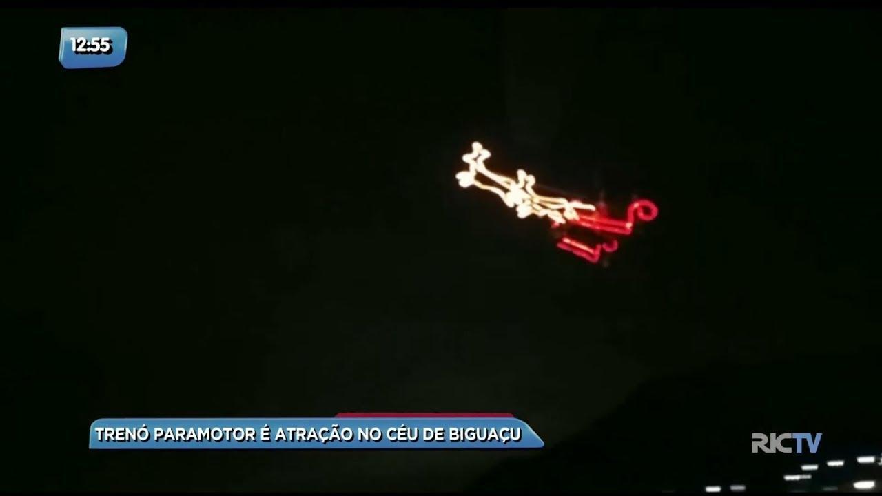 Trenó do Papai Noel sobrevoa o céu de Biguaçu na Grande Florianópolis