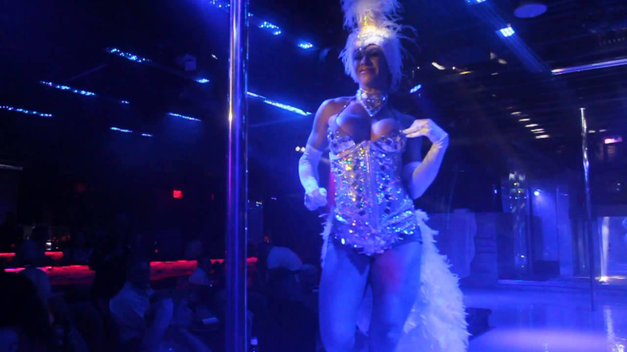 Madison Q Featured Entertainer At Monroes Of Palm Beach