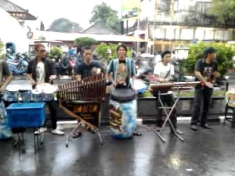 Bojo Loro - Music Angklung Malioboro.mp4