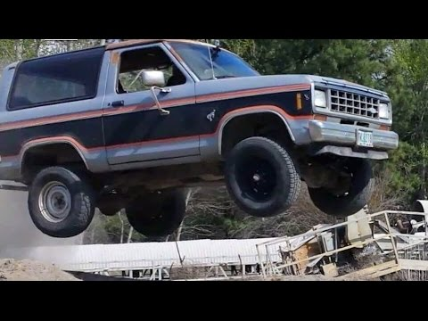 jumping an 84 ford bronco ii youtube rh youtube com 1995 Ford Bronco Black Ford Bronco