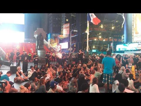 Friday Night In NYC | NYPD Keeping Control Over A Peaceful Black Lives Matter Protest In TimesSquare