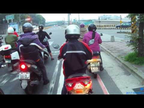 畫面 916-GJR騎士 跨停止線、闖紅燈、違規右轉、馬路三寶 MBJ-2212騎士 馬路三寶、慢車請靠右、學會看後視鏡