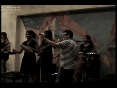Rene Lorente descarga con el grupo Krystal -