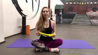 Упражнения с фитнес-резинкой для спины