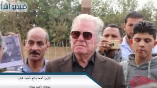 بالفيديو : الحزن الشديد لحسين فهمى على الفنان الراحل محمود عبدالعزيز