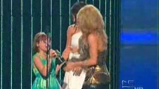 Download Video Shakira receiving an Award by Selena Gomez on Premios Juventud  JULY 15 2010 ( FAVORITE VIDEO AWARD) MP3 3GP MP4