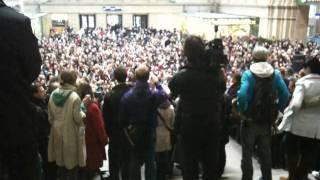 Video Paul Potts - Nessun Dorma at Leipzig Hauptbahnhof (main station) download MP3, 3GP, MP4, WEBM, AVI, FLV Juni 2018