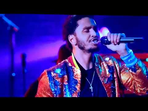 Trey Songz Performs Song Goes Off LIVE.