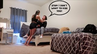 Gambar cover I DON'T WANT TO KISS YOU PRANK ON GIRLFRIEND!!