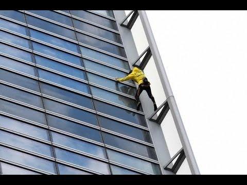 """سبايدرمان فرنسا"""" يتسلق ناطحة سحاب دون حبال  - نشر قبل 26 دقيقة"""