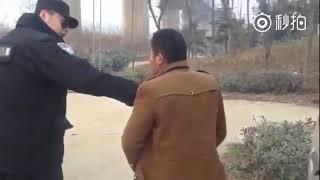 """最新门事件山东特警越权并粗暴执法""""车震""""男女"""