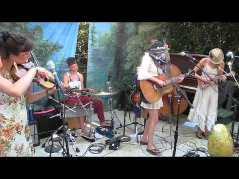 """Shook Twins """"Deamons"""" At OCF 2013 Shady Grove Stage"""