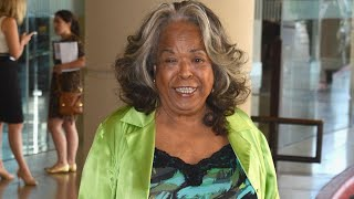 'Touched By An Angel' Actress Della Reese Has Died at 86 thumbnail