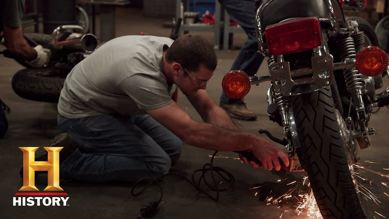 Download Forged in Fire: Forging Blades with Motorcycle Parts (Season 5, Episode 11) | History