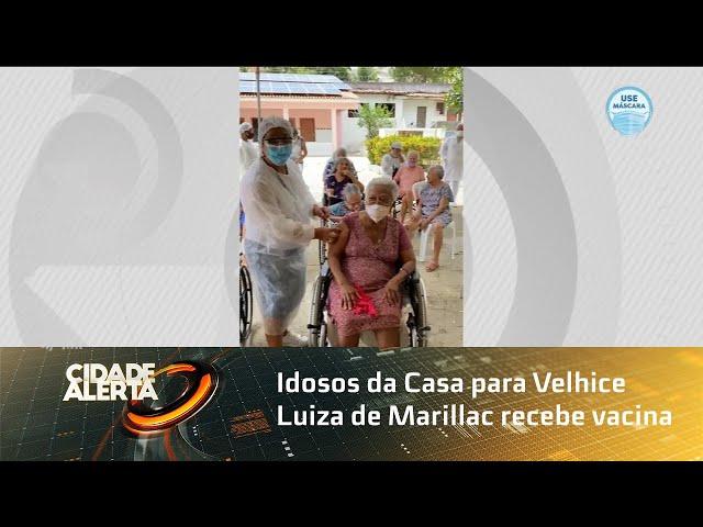 Idosos da Casa para Velhice Luiza de Marillac recebe vacina
