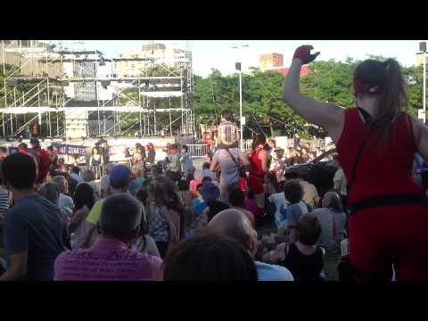 Montréal Complètement Cirque - 13 Jul 2013 - Metro Berri-UQÀM (1/3)