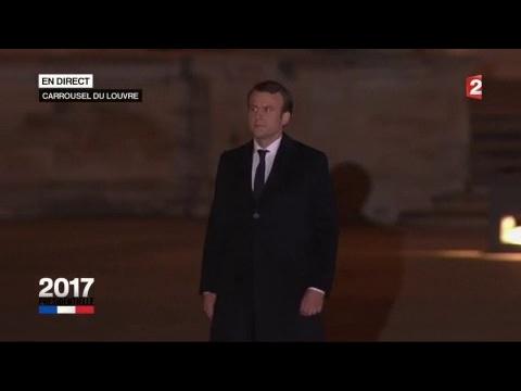 Emmanuel Macron arrive sur scène au Louvre (France 2)