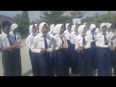 Iwak Peyek-yel Yel Dan Koor Indonesia Raya