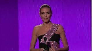 Heidi Klum Presents Artist of the Year - AMA 2014