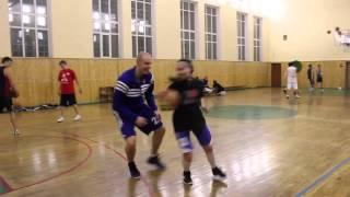 Девушка-баскетболистка