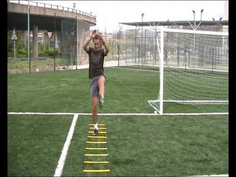Escalera agilidad para futbolistas youtube for Escaleras gimnasio