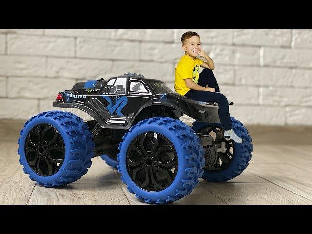 Все машинки разрядились и Марк заказал себе новый огромный Монстр Трак