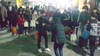 불려나온 여성관객의 ☆으르렁☆ (하람꾼) 홍대댄스버스킹 20170210금 [Korean Hongdae Kpop Street Dance Busking]