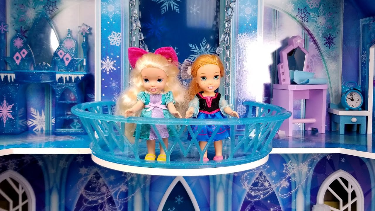ICE castle ! Elsa and Anna toddlers - Big surprise
