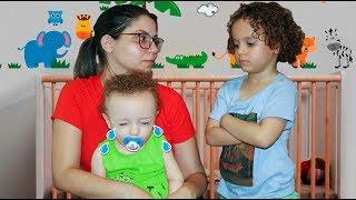 MÃE do CADU vira babá porque seu IRMÃO VIROU UM BEBEZINHO!