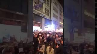 Protest ispred Galerije Progres povodom promocije knjige Gorana Vesića