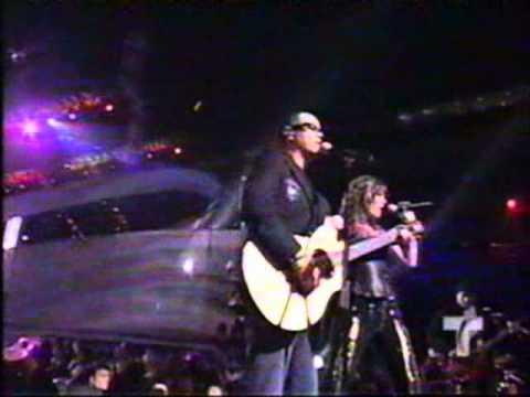 SORAYA Y ALEKS SINTEK - Duele el amor. Billboard 2005
