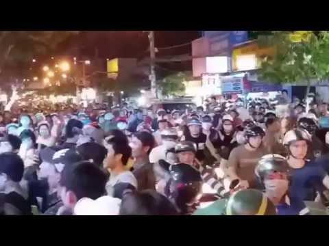 Khai trương Oppo Lâm Chấn Huy làm tắc đường giao thông