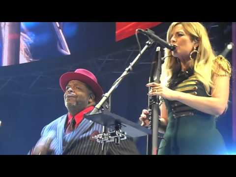 Candy Dulfer - California love + No diggity - Ladies of Soul (13.02.2016) Ziggo Dome